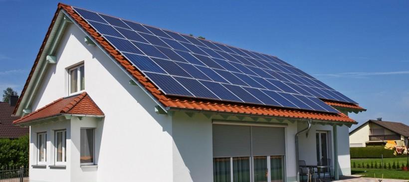 U heeft zonnepanelen, dus u zit deze winter niet zonder stroom?